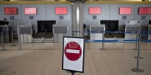 sens interdit dans un hall d'aéroport